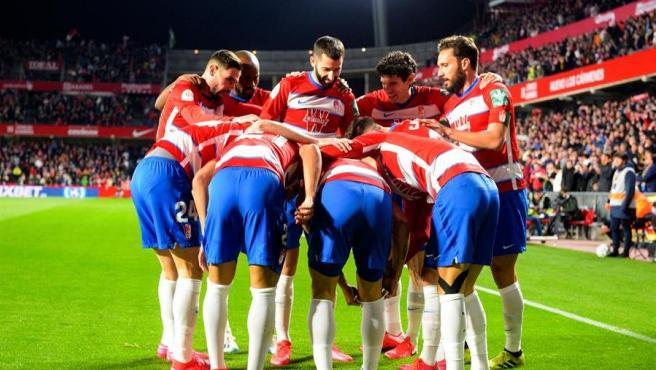 El Granada celebra uno de sus goles al Valencia en Copa