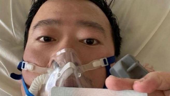 El doctor chino Li Wenliang, uno de los médicos que advirtió sobre el coronavirus y fue silenciado por la policía.