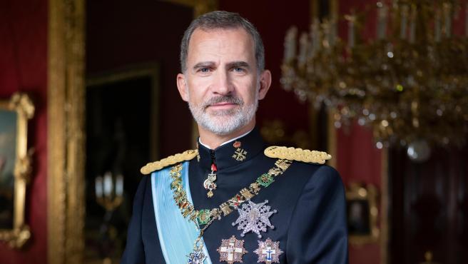 El Rey Felipe VI luce el traje gala que viste en condición Capitán General del Ejército Español.