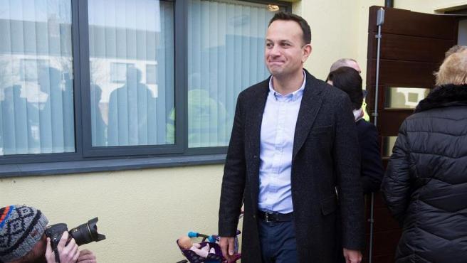 El primer ministro irlandés, el democristiano Leo Varadkar, tras votar en las elecciones generales en Irlanda, en Dublín.
