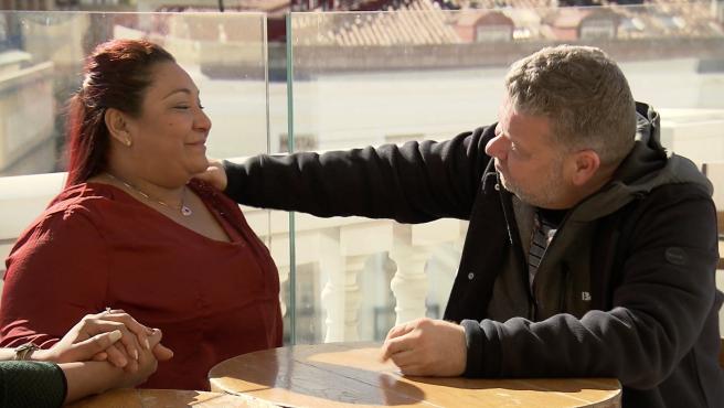 Alberto Chicote conversa con Mónica, dueña de La Madrina, en 'Pesadilla en la cocina'.