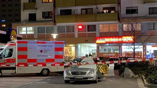Ambulancias en la zona donde se produjo uno de los dos tiroteos en Hanau, Alemania, que dejaron varios muertos.