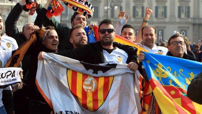Aficionados del Valencia en Milán.