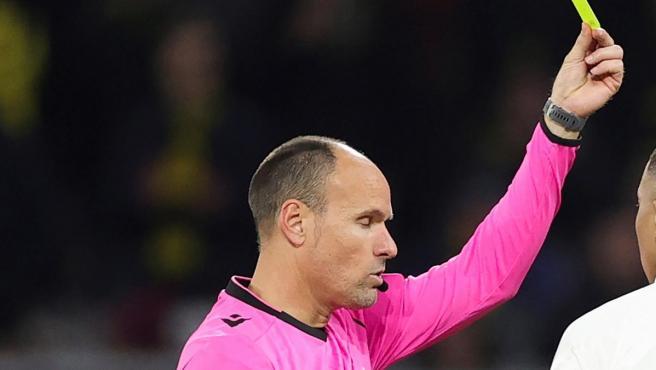 Mateu Lahoz, en un partido de Champions.