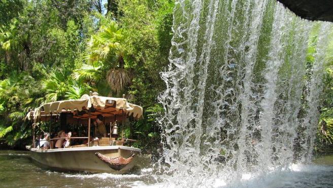 Una de las embarcaciones de la atracción 'Jungle Cruise' en el parque Magic Kingdom de Disney, en Orlando (Florida, EE UU), en una imagen de archivo.