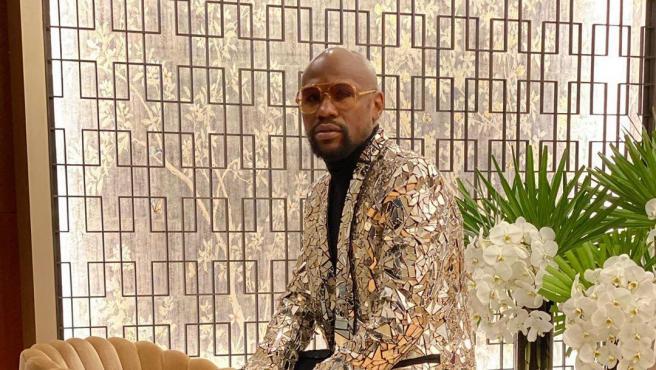 El boxeador publicó esta imagen con su 'modelito' para la fiesta.