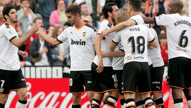 El Valencia anuncia que el 35% de su plantilla y cuerpo técnico ...