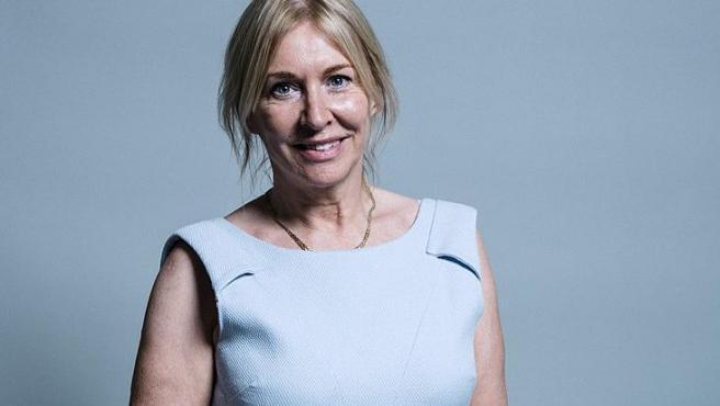 La ministra de Salud del Reino Unido, Nadine Dorries.