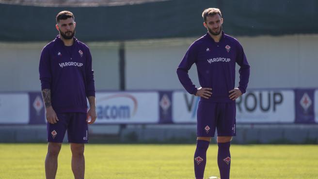 Cutrone y Pezzella, durante un entrenamiento de la Fiorentina.