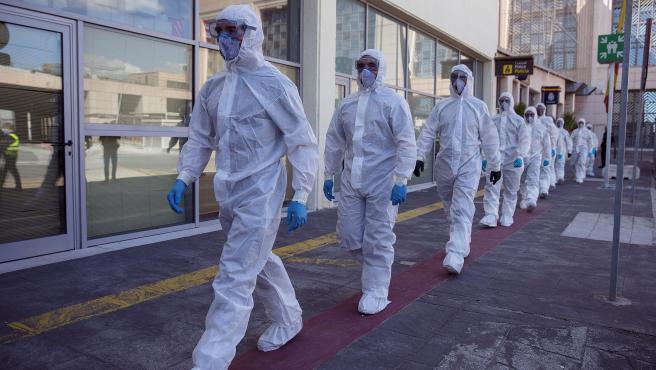 Efectivos de la UME en el Aeropuerto Internacional de Málaga