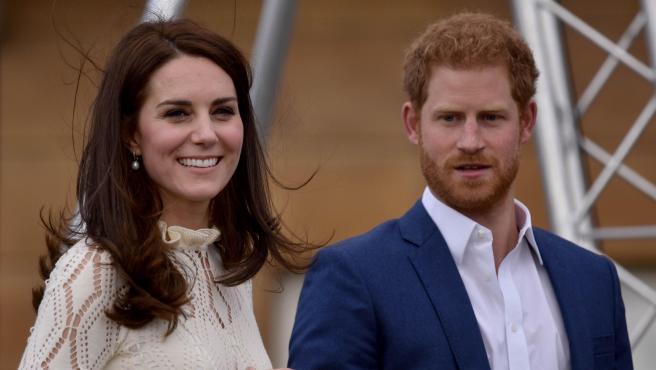 Kate Middleton y el príncipe Harry, en 2017.