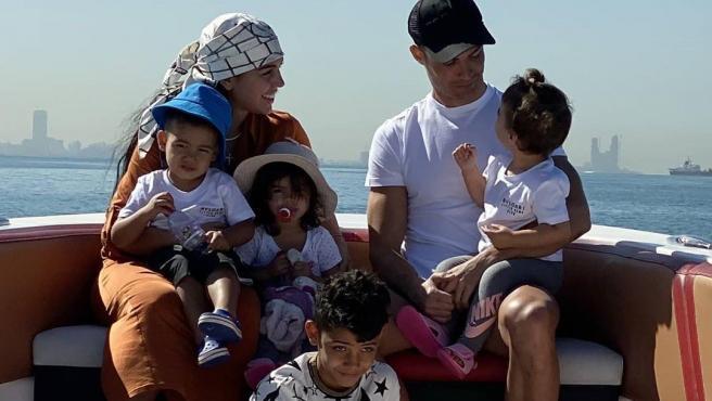 Cristiano Ronaldo, Georgina y sus hijos.