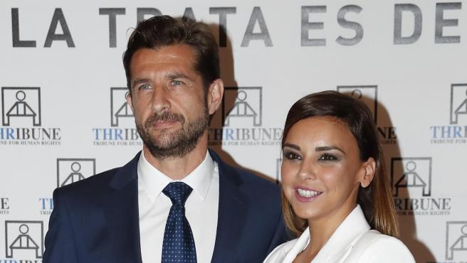 La cantante Chenoa y su pareja, el urólogo Miguel Sánchez Encinas.