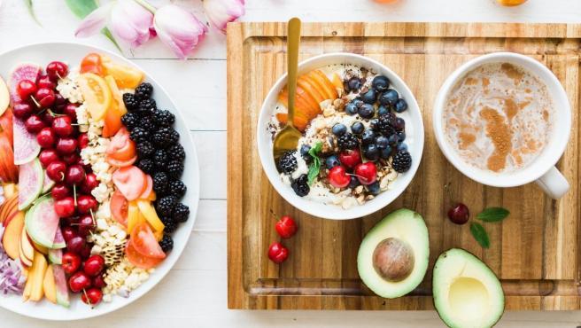 Un desayuno 'realfooding' se basa en la variedad y equilibrio de productos naturales.