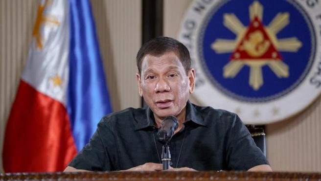 El presidente de Filipinas, Rodrigo Duterte, al anunciar las ayudas económicas a la población para mitigar los efectos de la pandemia del coronaviorus COVID-19 en el país.