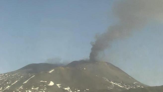 Imagen del volcán Etna en la mañana de este domingo.