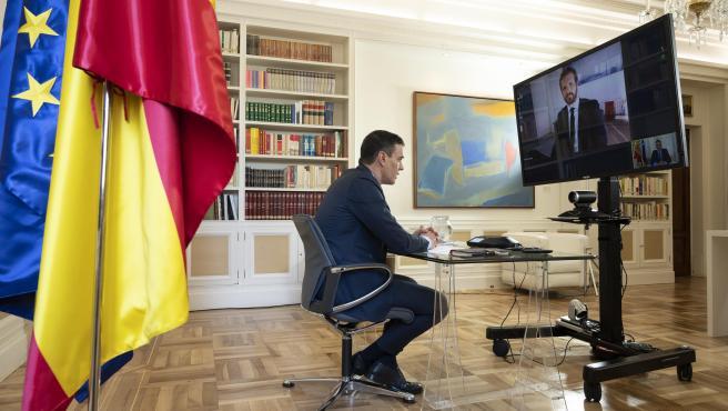 Pedro Sánchez se reúne con Pablo Casado por videoconferencia en torno a los Pact