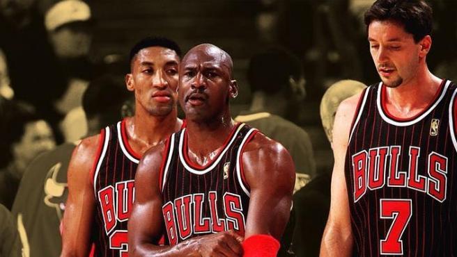 Michael Jordan y Scottie Pippen, junto a Toni Kukoc