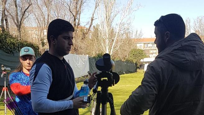 El arquero gallego Miguel Alvariño, con su entrenador.