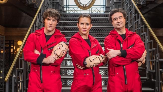 Jordi Cruz, Samantha Vallejo-Nágera y Pepe Rodríguez, jurado de 'MasterChef', en el plató de 'La casa de papel'.