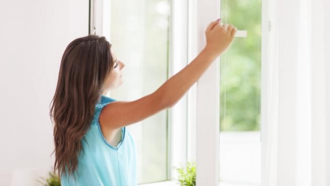 Ventilar la casa para mejorar la calidad del aire.
