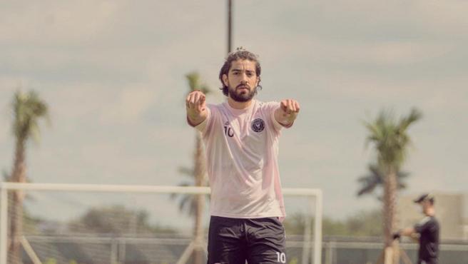 Rodolfo Pizarro hace un gesto durante el entrenamiento.