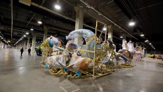 Fallas almacenadas en Feria Valencia donde permanecerán tras la suspensión de las fiestas por el coronavirus