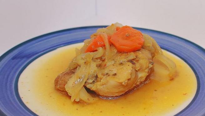 Un escabeche de pollo, una técnica de marinado que conserva los alimentos.
