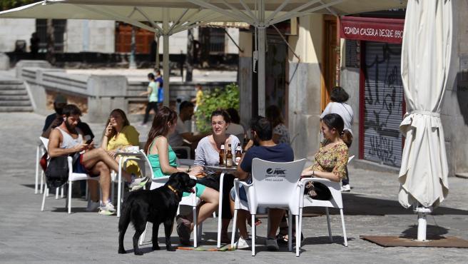 Primer día de fase 1 y de gente en las terrazas en Madrid.