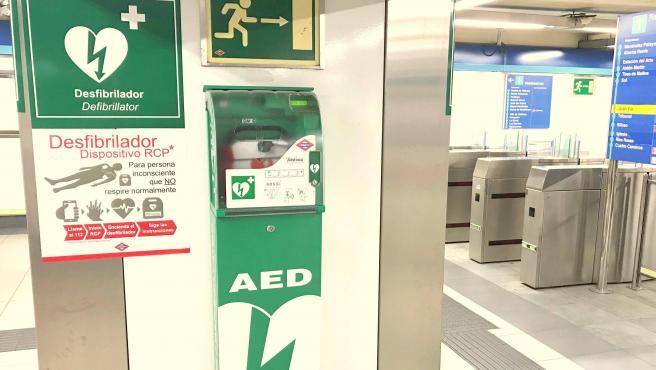 La Comunidad de Madrid instaló 259 desfibriladores automáticos en 205 estaciones de la red.