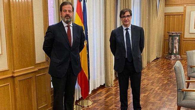 El ministro de Sanidad, Salvador Illa, con el presidente de Aspe, Carlos Rus
