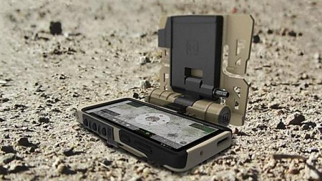 La llamativa apariencia del Galaxy S20 Tactical Edition con sus accesorios