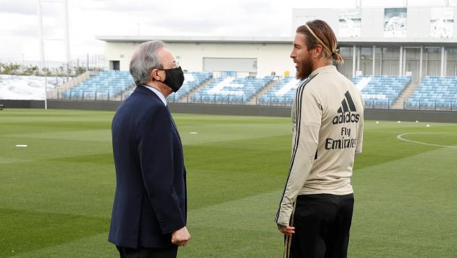 El presidente y el capitán mantuvieron una charla antes del entrenamiento.