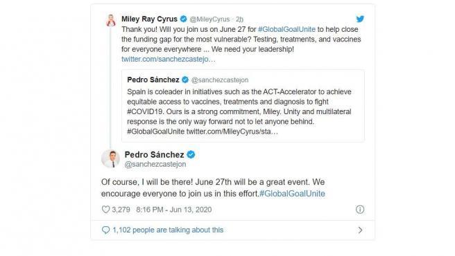 Conversación que han mantenido Miley Cyrus y Pedro Sánchez en Twitter.