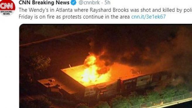 Restaurante en llamas tras la protesta.
