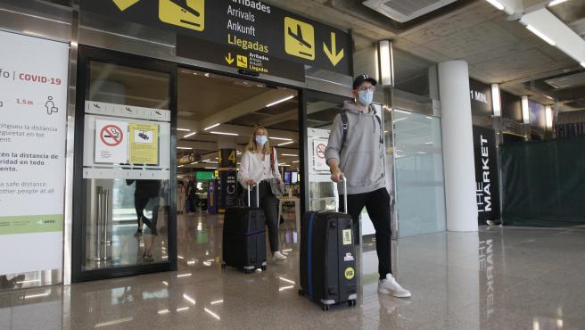 Viajeros procedentes de Alemania llegan al Aeropuerto de Palma de Mallorca desde que se decretó el estado de alarma.