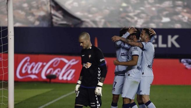 Los jugadores del Atlético celebran uno de los goles de Joao Félix.