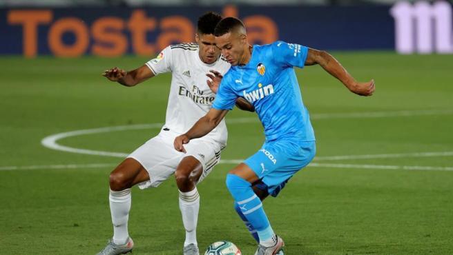 Un momento del partido entre Real Madrid y Valencia.