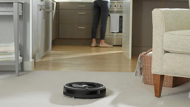 Este modelo de Roomba incluye tecnología para encontrar y acabar con la suciedad.
