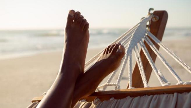 El verano puede perjudicar la salud de nuestros pies.