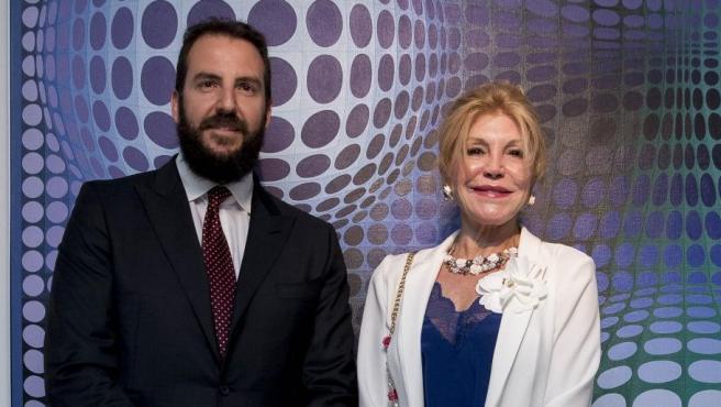 Carmen Cervera y Borja Thyssen posan juntos en un evento en Madrid.