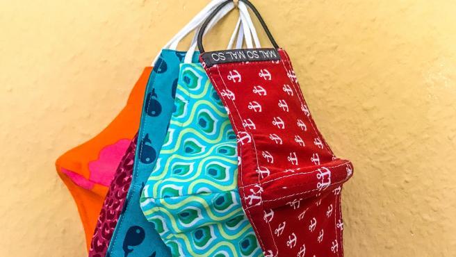 Las mascarilla de tela deben estar perfectamente secas antes de usarlas o guardarlas.