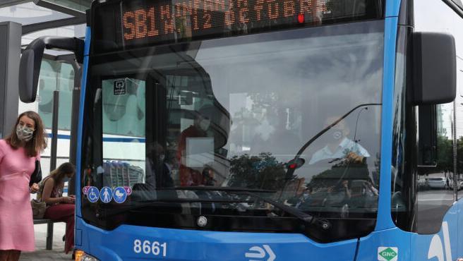 EMT Smart Bus Madrid en una de las paradas.
