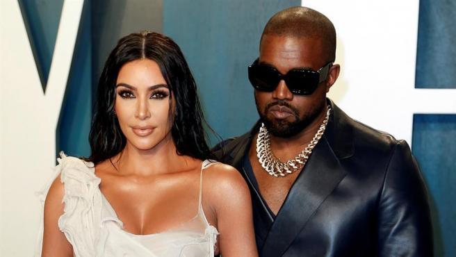 Kim Kardashian y Kanye West, en la fiesta de Vanity Fair tras la ceremonia de los Oscar de 2020, en Beverly Hills, California (EE UU).