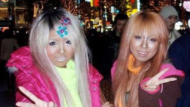 Dos ciudadanas japonesas en una fiesta en Tokio. Foto Wikimedia Commons