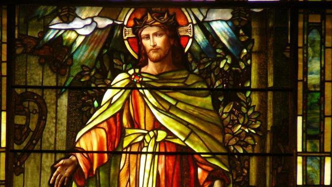 """Cristo la luz del mundo"", una ventana de Tiffany de principios de siglo en la Iglesia Episcopal Grace St. Luke en Memphis. Foto Gracestlukes . Wikimedia Commons"
