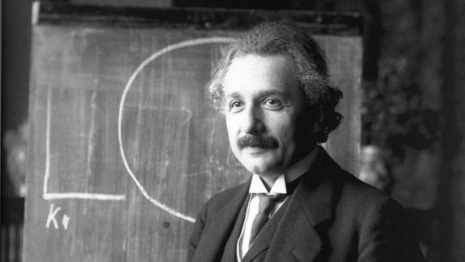 Albert Einstein durante una conferencia en Viena en 1921.Foto Ferdinand Schmutzer. Wikimedia Commons