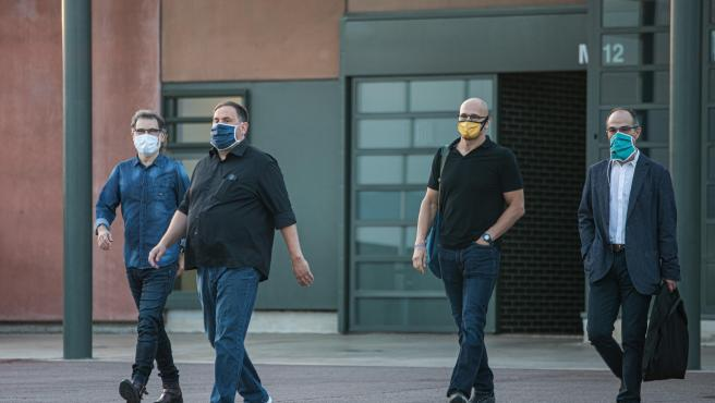 Jordi Cuixat, Oriol Junqueras, Raül Romeva y Jordi Turull salen de la prisión de Lledoners por primera vez con la semilibertad