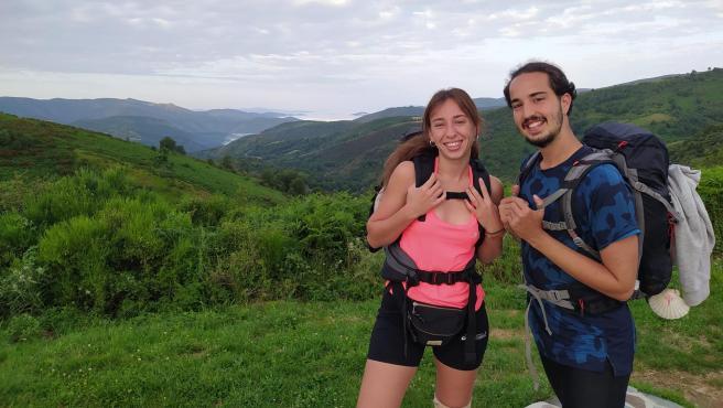Paula Vela e Iván García recorren por primera vez el Camino Francés durante la pandemia del coronavirus.