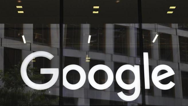 EL logotipo de Google, en las oficinas de la compañía en Londres (Reino Unido).